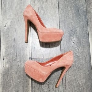 Microsuede pumps size 6 in great condition